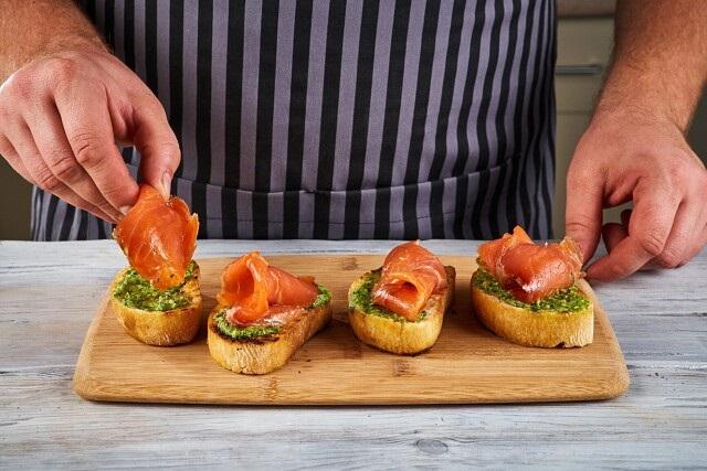 бутерброды с красной рыбой фото
